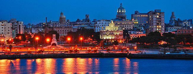 650px-Habana_Vieja_de_noche