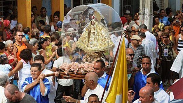 Caridad-Cobre-procesiona-Cuba_TINIMA20110905_0659_18