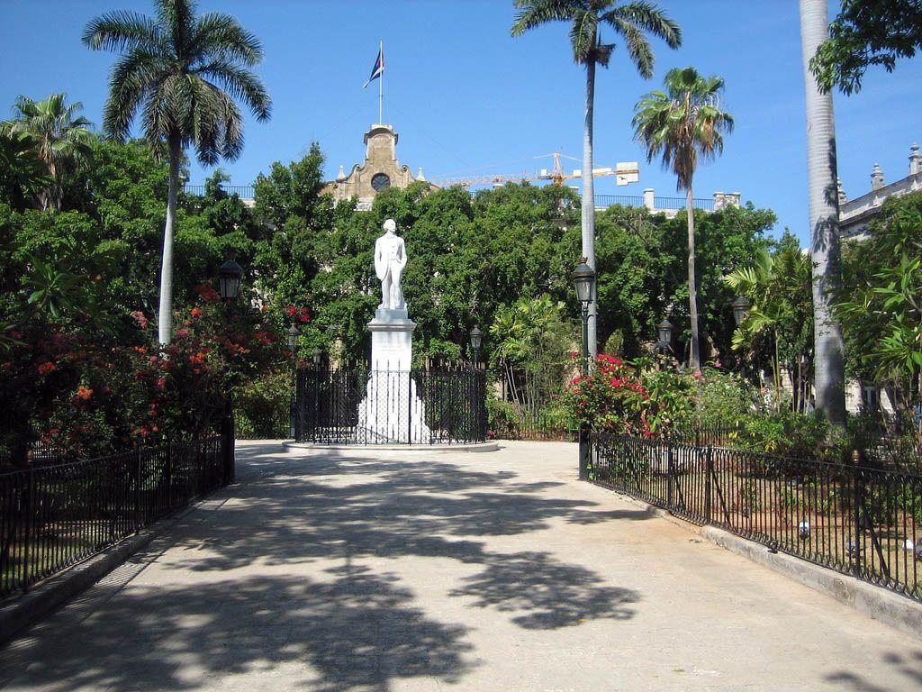 ICL havana-cuba-plaza-de-armas-1024x7681