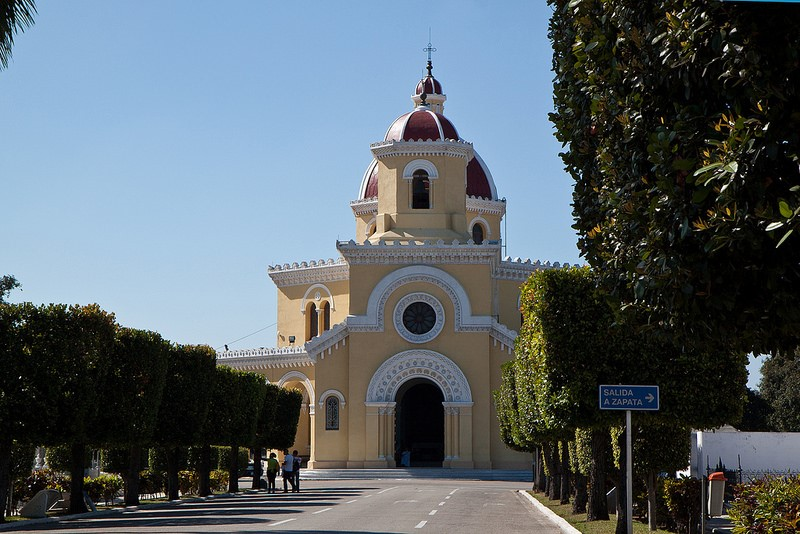 iglesias cementerio colon