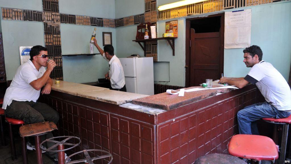 cafeteria estatal en cuba o nada o mala calidad